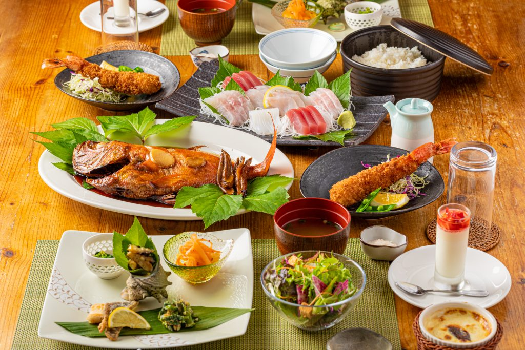 ガーデンヴィラ白浜:海の幸をふんだんに使った夕食